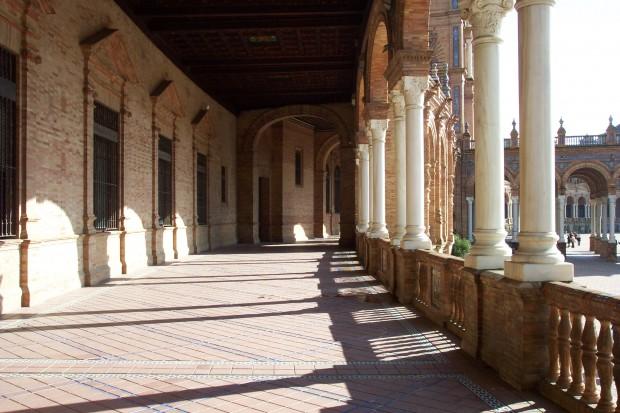 Plaza de Espana, curved walkway
